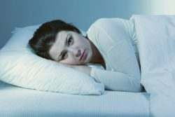 woman with sleep issues due to taking hydrocodone